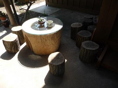 臼のテーブル.jpg